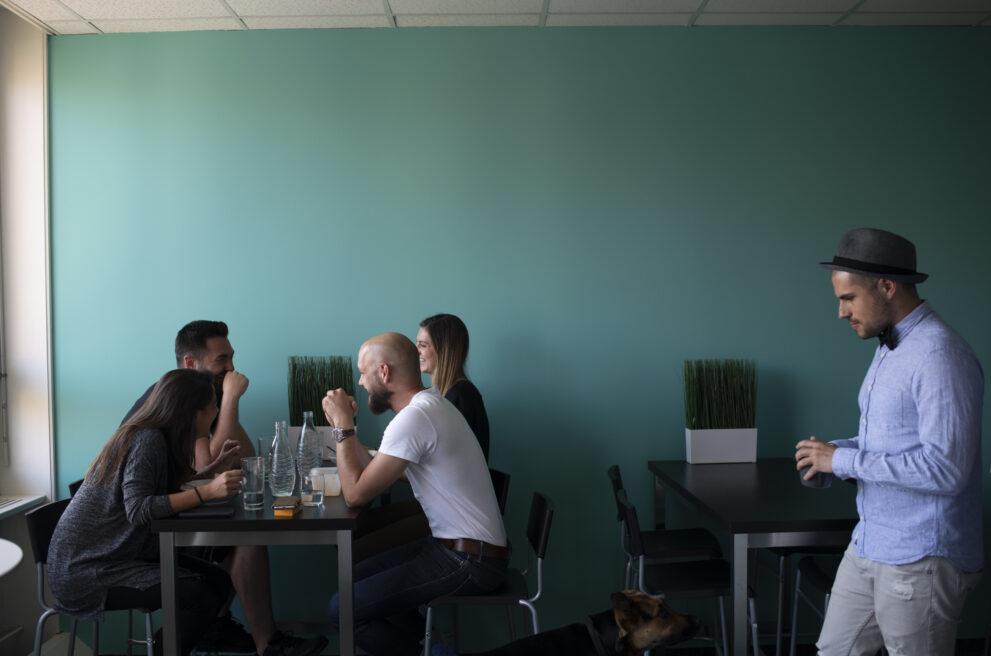 ads&figures Mitarbeitende beim Kaffee