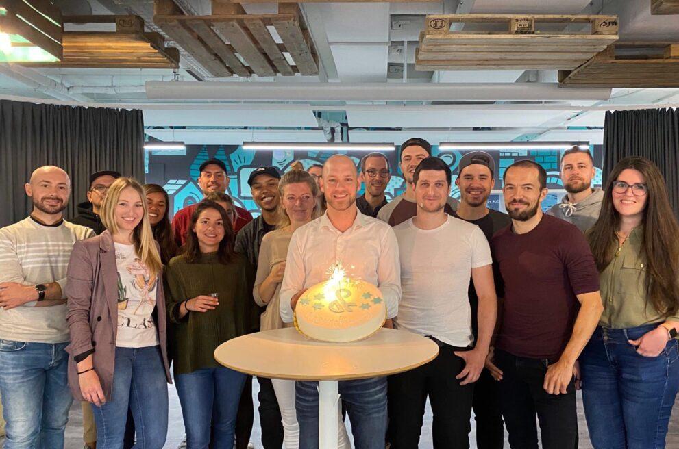 ads&figures Mitarbeitende feiern den 4. Geburtstag
