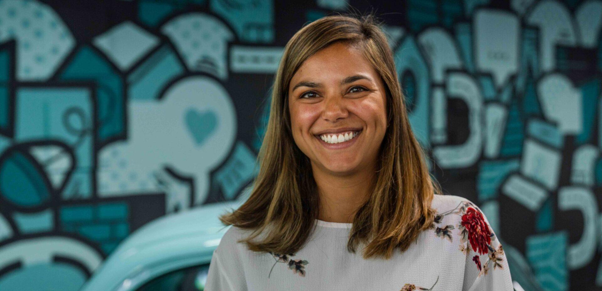 Portrait von ads&figures Mitarbeiterin Tania Schober im Büro