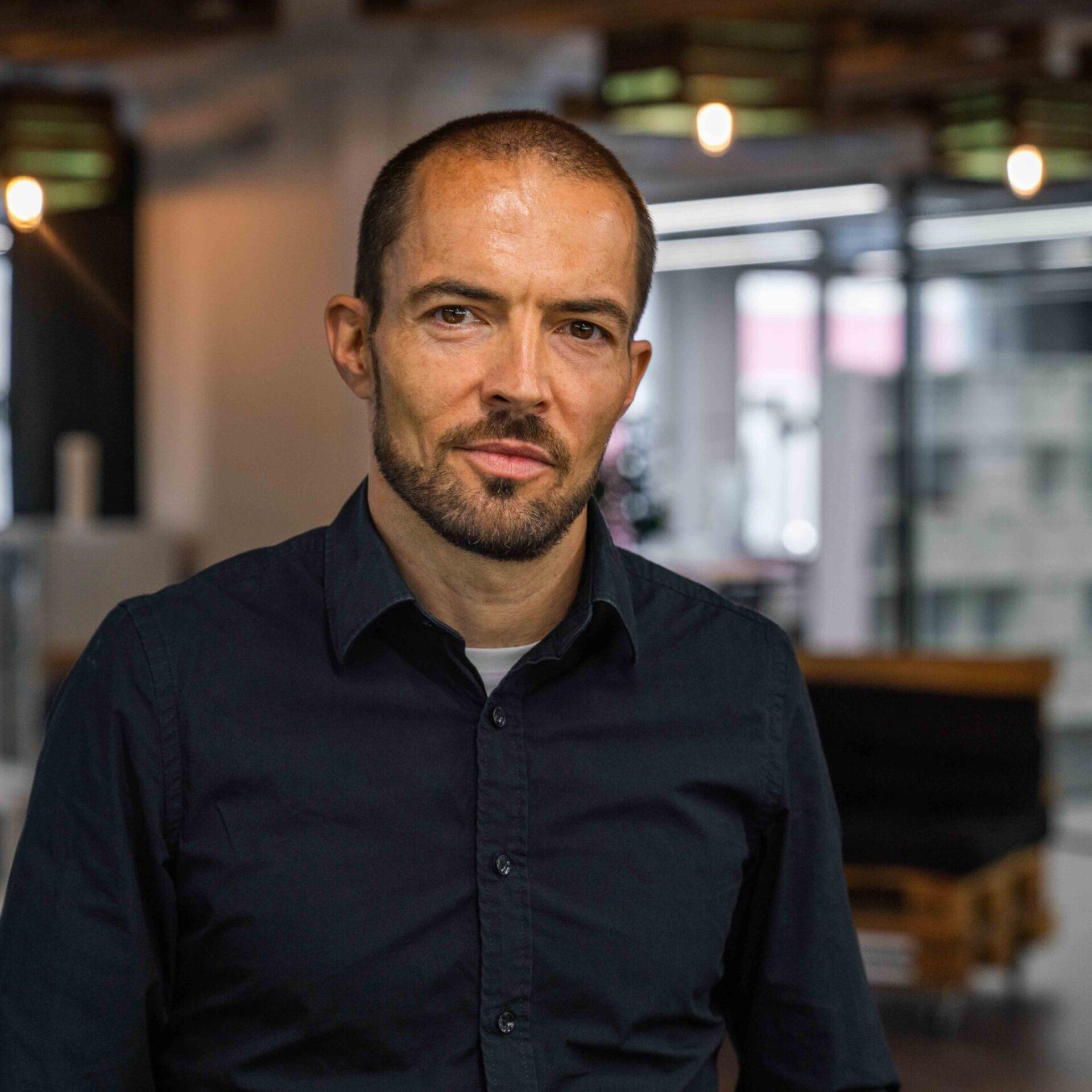 Portrait von ads&figures Mitarbeiter Tom Wyss