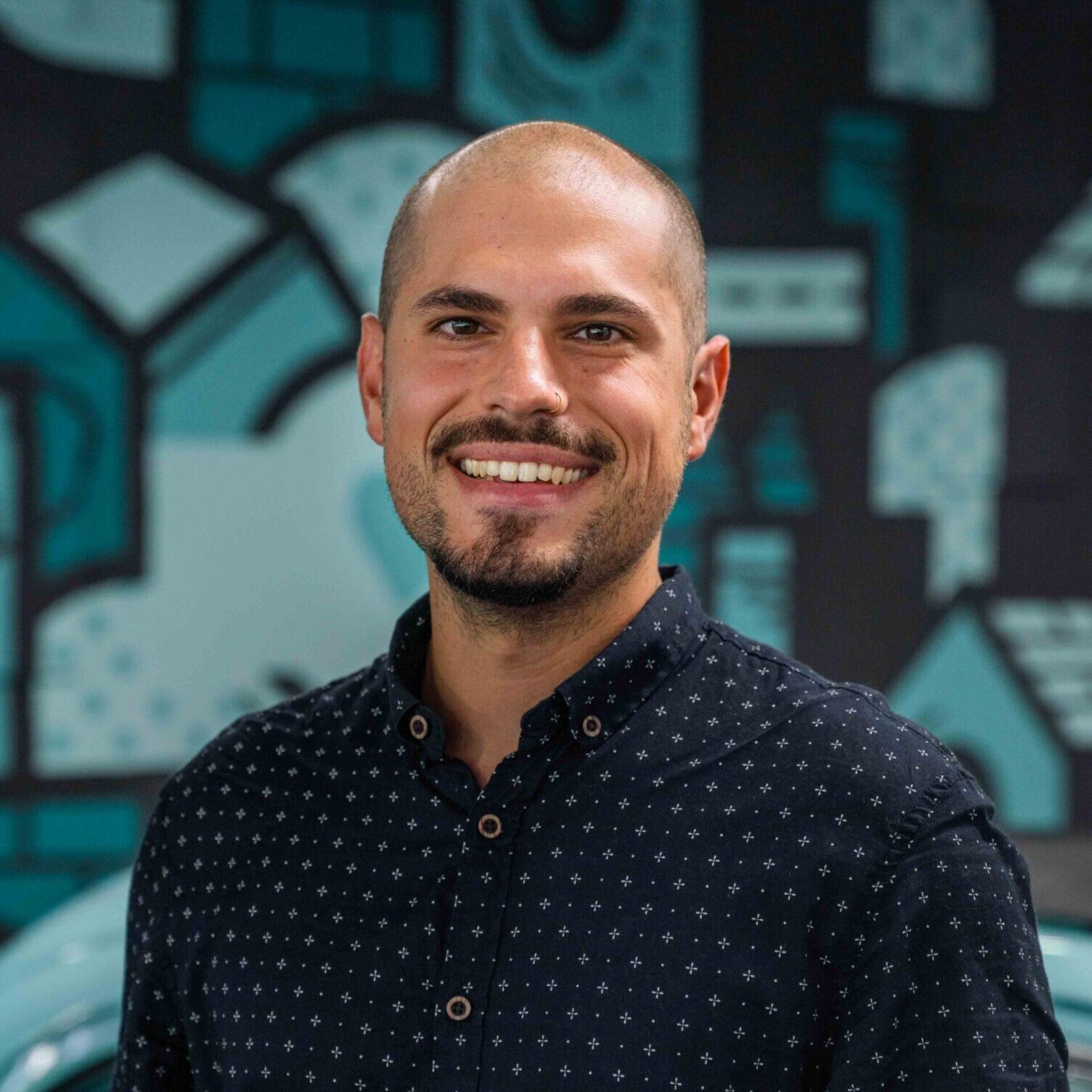 Portrait von ads&figures Mitarbeiter Fabrizio Videa