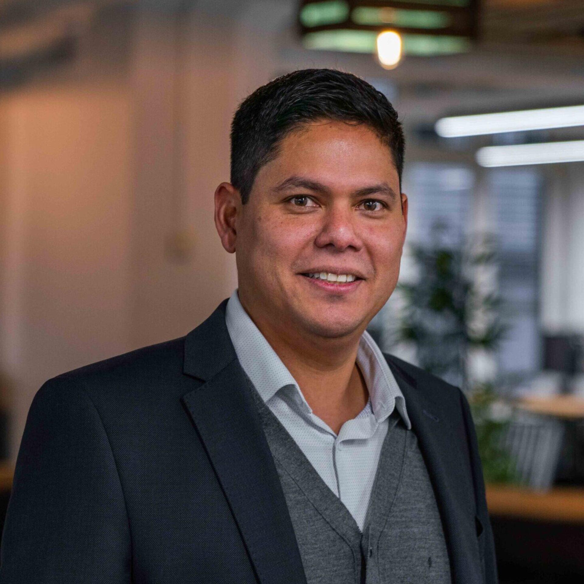 Portrait von ads&figures Mitarbeiter Andres Aguirre