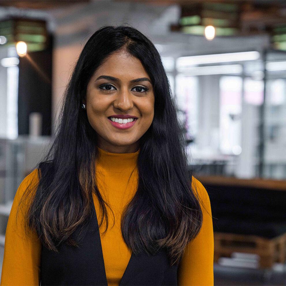 Portrait von ads&figures Mitarbeiterin Changeetha Chanderesegaran