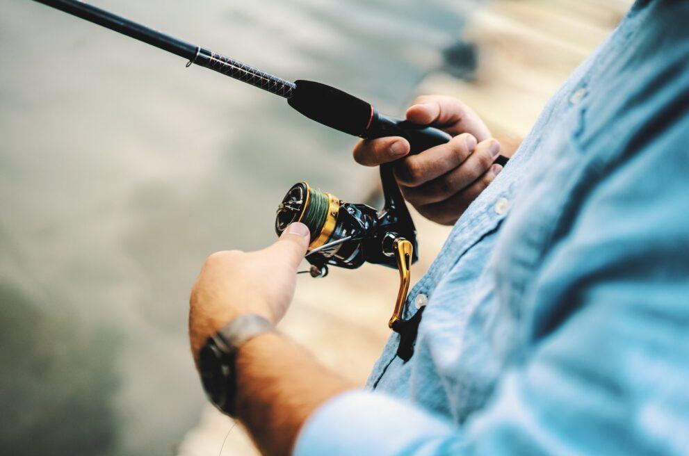 Mann mit Fischerrute von Bernhard Fishing