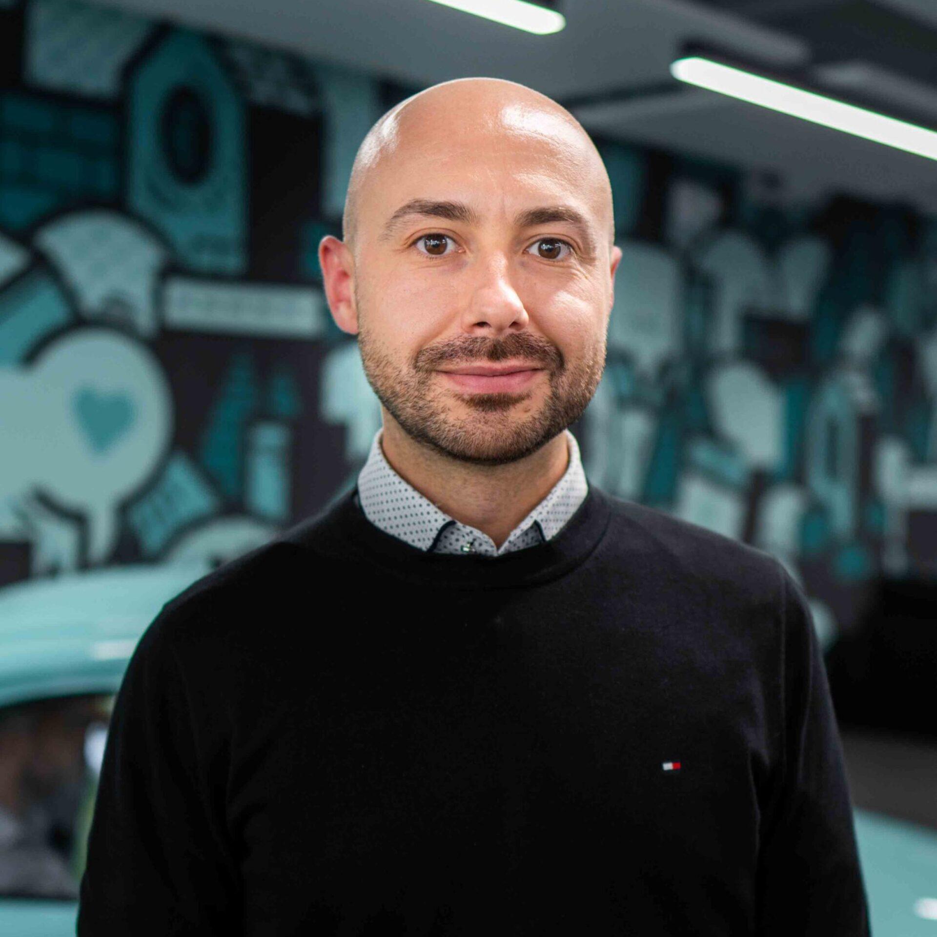ads&figures Mitarbeiter Milos Milenkovic im Büro