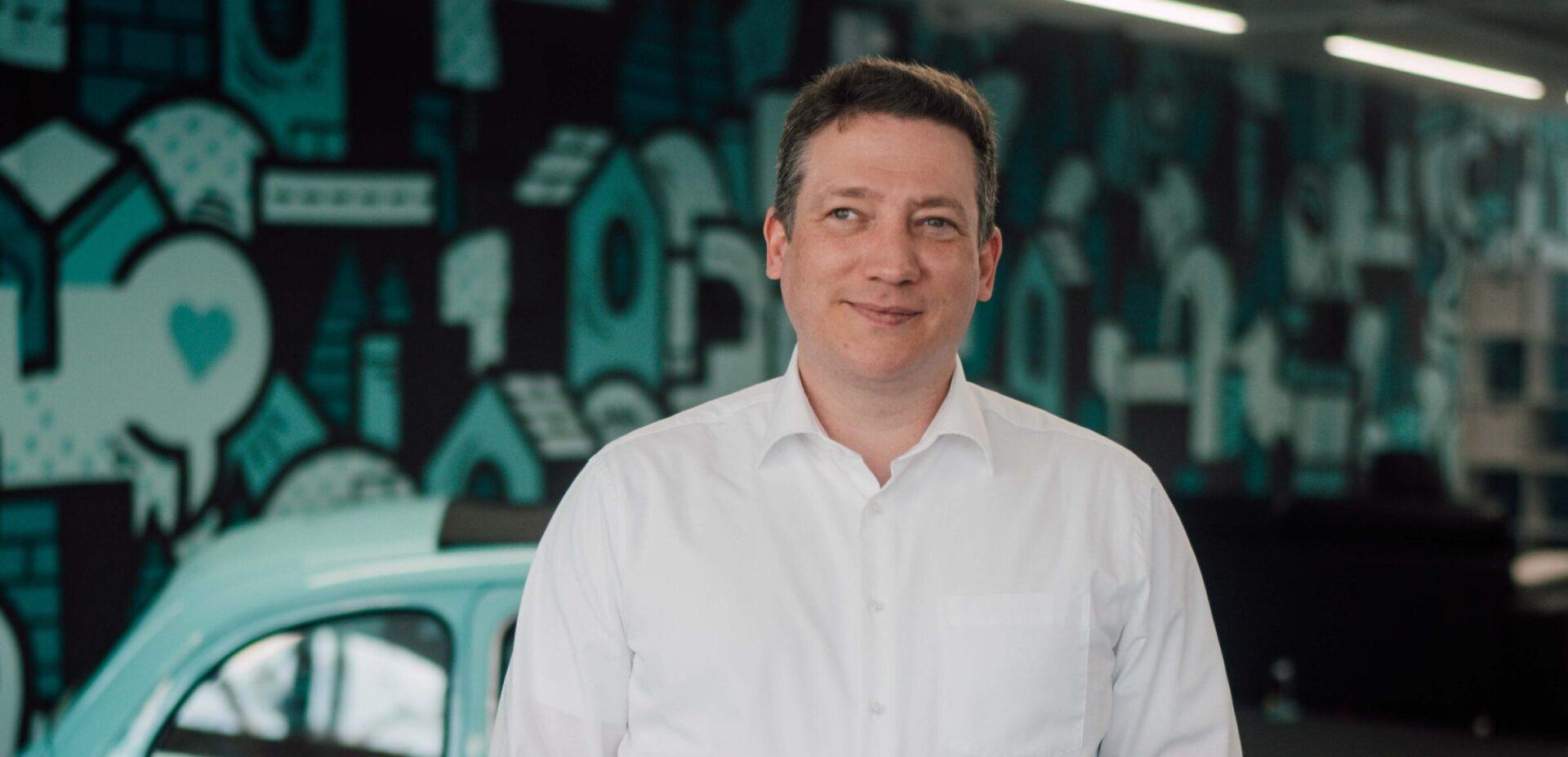 ads&figures Mitarbeiter Dieter Fassbender im Büro