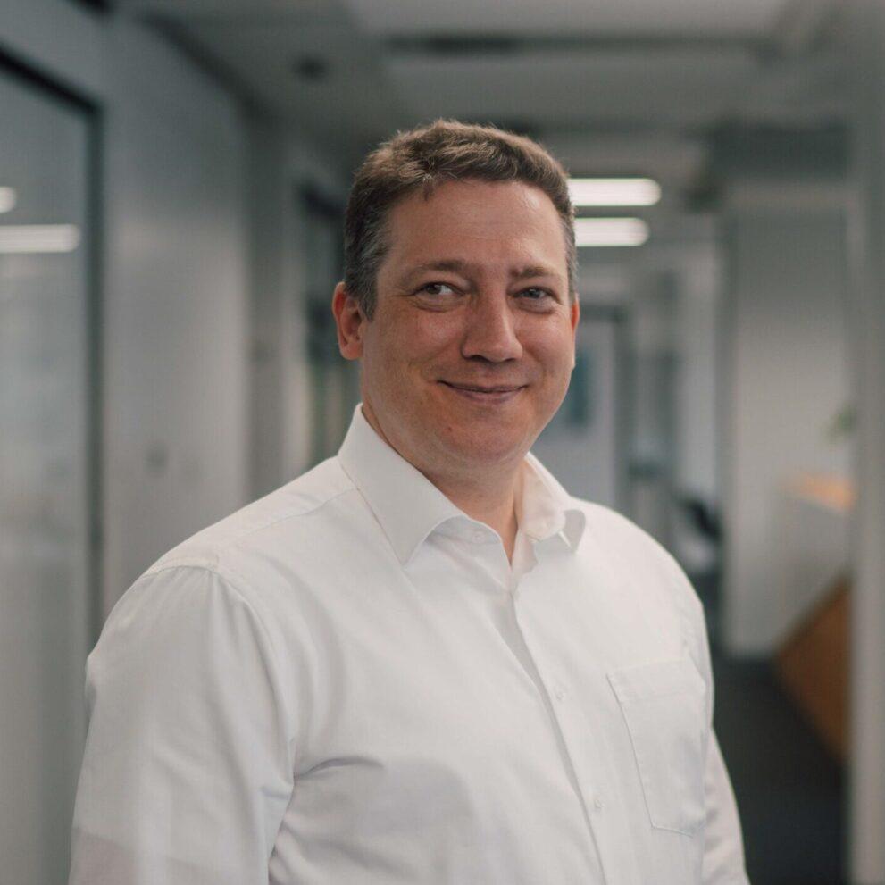 Dieter Fassbender im Büro von ads&figures